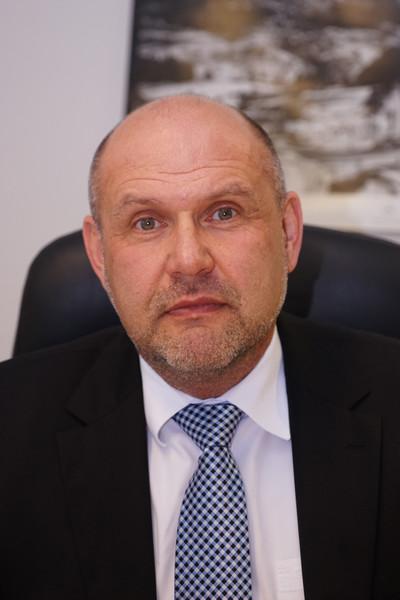 Herr Dr. Erich Rösch